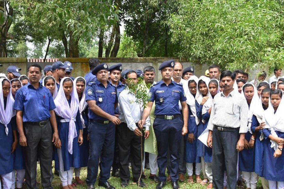 ১০ হাজার ভেষজ বৃক্ষ রোপনের উদ্বোধন করলো শেরপুর জেলা পুলিশ