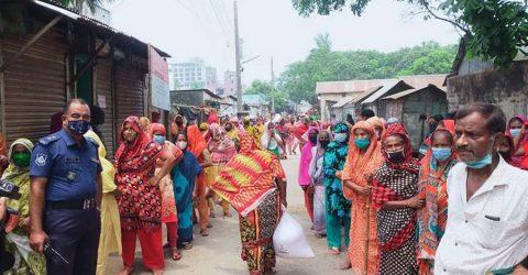 জামালপুরে যৌনপল্লীতে প্রধানমন্ত্রীর ত্রাণ সহায়তা বিতরণ